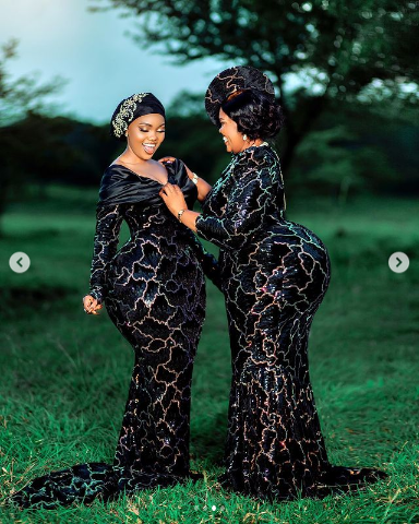 Like Mother like Daughter! Photos beautiful Lady And Her Mum with huge backside stuns the internet