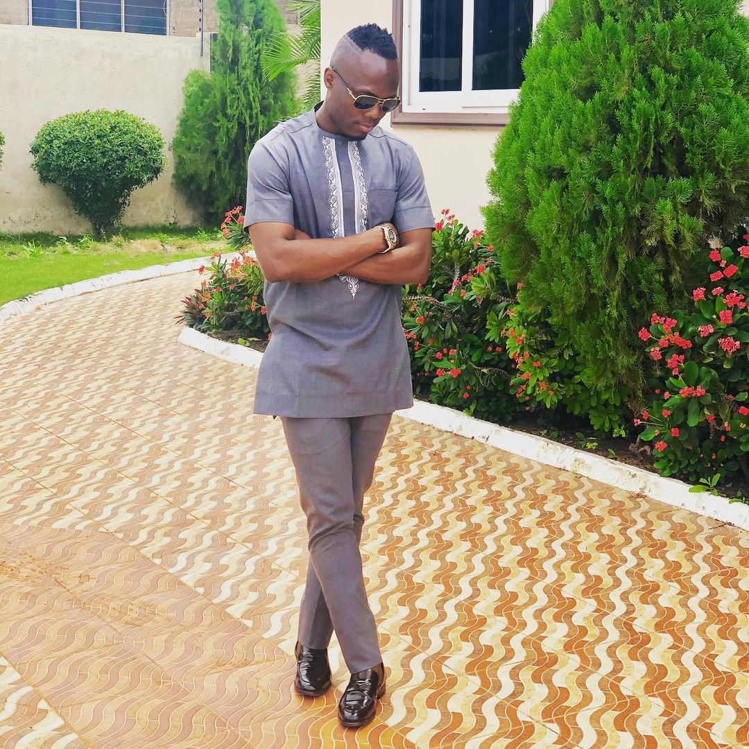 Ayemang Badu Flaunts His House And Fleet Of Cars in new photos to show how rich he is. 2