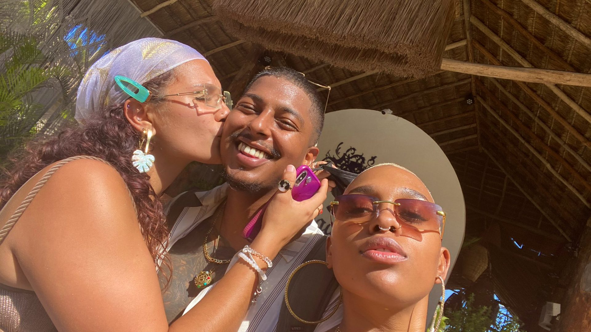 Man trends on social media after showing off his two girlfriends (photos) 2
