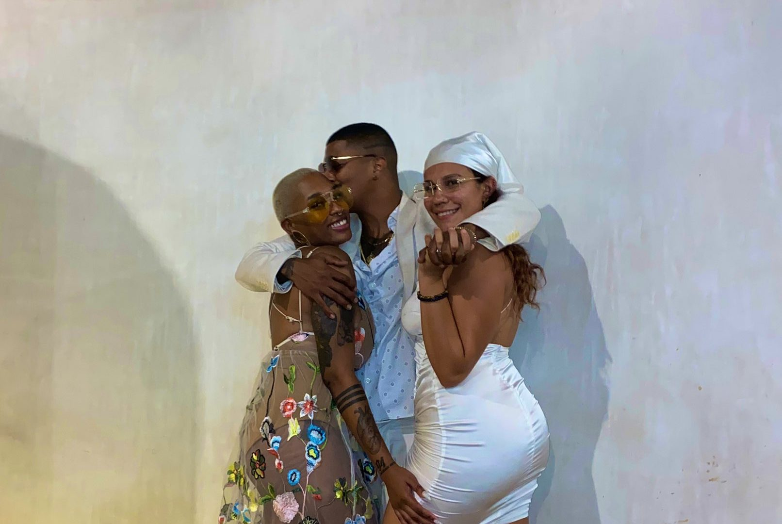Man trends on social media after showing off his two girlfriends (photos) 3